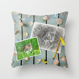 Châtaigne draw by GEN Z Throw Pillow