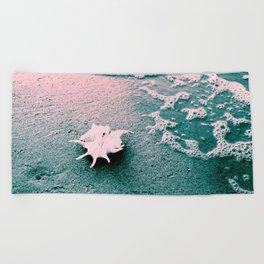 Shell on the beach 02 Beach Towel