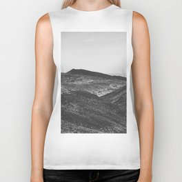summer view with mountain in the desert in black and white Biker Tank