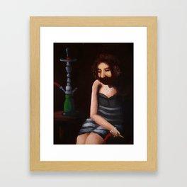 Fräulein in den Schatten mit Hookah Framed Art Print