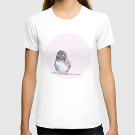 Hummingbird on pink background T-shirt