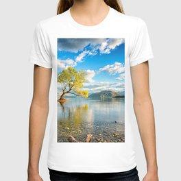 Lonely Tree In Lake Wanaka New Zealand Ultra HD T-shirt