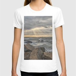 Sunbeams at Lanescove with rough waves T-shirt