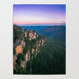 Cold morning but warm sunrise colors in the sky at Three Sisters in Blue Mountains. Poster
