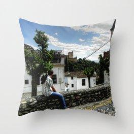 Cabalgando a nuevos horizontes Throw Pillow