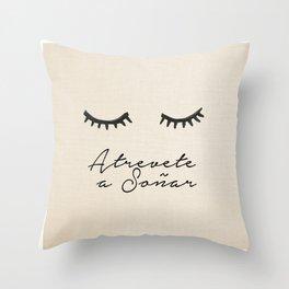 Soñar Throw Pillow
