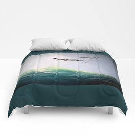 Seaguls Soaring with the Ocean Waves Comforters