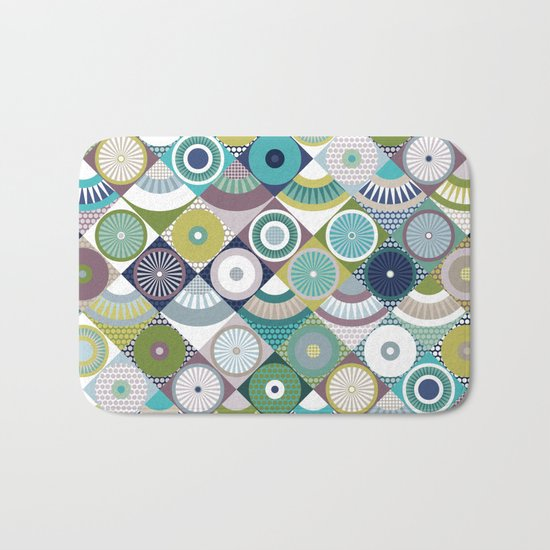 scales and pearls Bath Mat