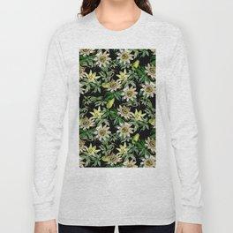 Vintage & Shabby Chic- Retro Passiflora Caerulea Pattern Long Sleeve T-shirt