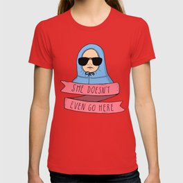 Mean Girls - She doesn't even go here T-shirt