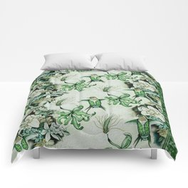 Ruby Throated Hummingbird in Flight Comforters