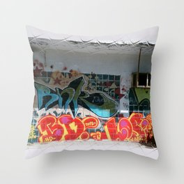 graffiti 0 Throw Pillow