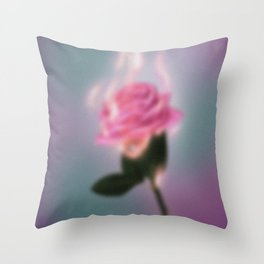 La rose qui brule Throw Pillow