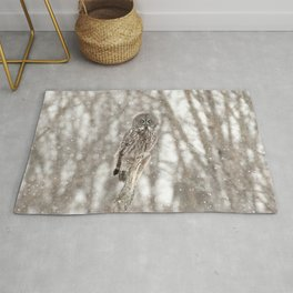 Great gray on a snowy day Rug