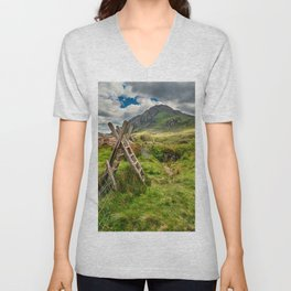 Stile To Tryfan Mountain Unisex V-Neck