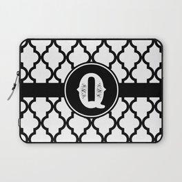 Black Monogram: Letter Q Laptop Sleeve