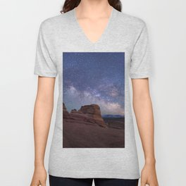 Delicate Arch Under the Starry Sky in Arches National Park Panorama Unisex V-Neck