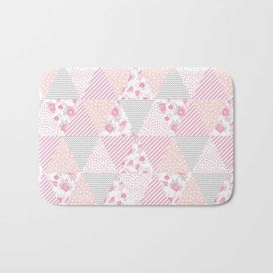 Pink soft flowers triangle quilt pattern print for home decor nursery craft room Bath Mat