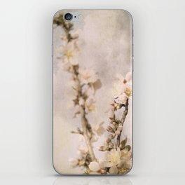 Almendro en flor iPhone Skin