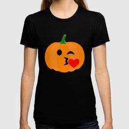 pumpkinemoji kissheart T-shirt