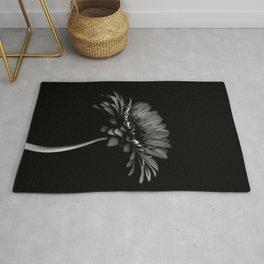Daisy gerbera. Black and white Rug