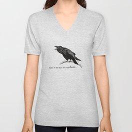 Ceci n'est pas un corbeau. Unisex V-Neck