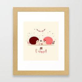 Hérissons amoureux Framed Art Print