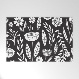 Blooming Field - black Welcome Mat