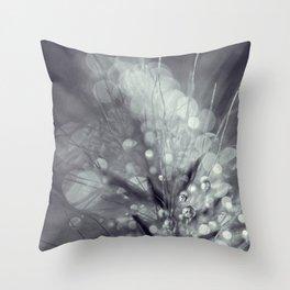 dewy burst Throw Pillow