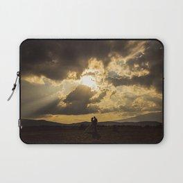 Backlit Boyfriends (Contraluz de Novios) Laptop Sleeve