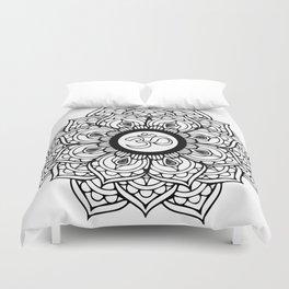 Om Hindu sacred sound symbol Mandala Duvet Cover