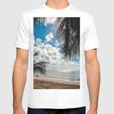 Couple at the beach White MEDIUM Mens Fitted Tee