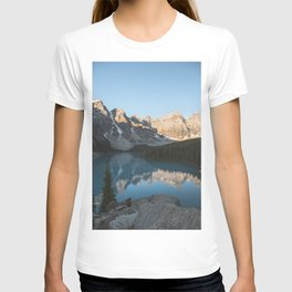 Moraine Lake Mountain Views T-shirt