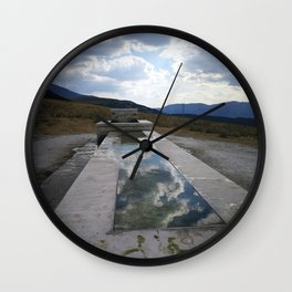 fontana tra le nuvole Wall Clock