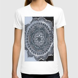 Illusion of the pattern T-shirt