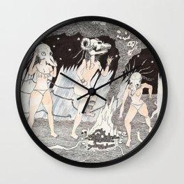 Aquelarre de cuatro chicas con cráneos y hoguera Wall Clock