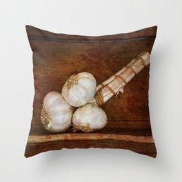 Bunch of garlic heads Throw Pillow