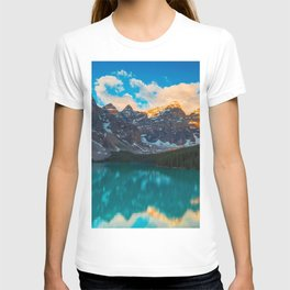 Moraine Lake Banff National Park Canada Ultra HD T-shirt