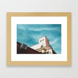La torre rosa Framed Art Print