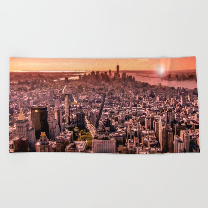 Manhattan in red Beach Towel