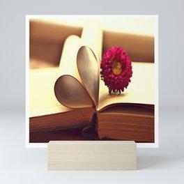 Libro de amor Mini Art Print