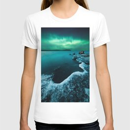 Ice on the lake shore and northern lights landscape T-shirt