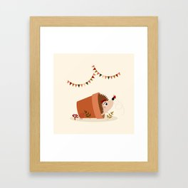 Hérisson et papillon Framed Art Print