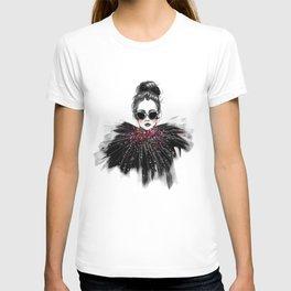 Lua // Fashion Illustration T-shirt