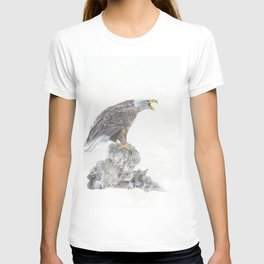 Bald eagle in winter snow T-shirt