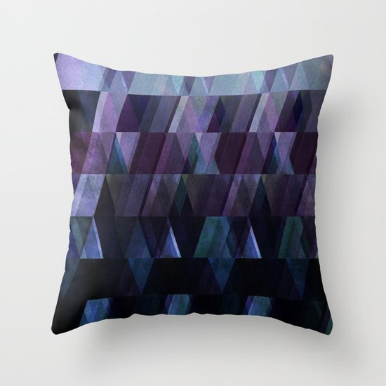 LYYNG_RSSPYNSS Throw Pillow