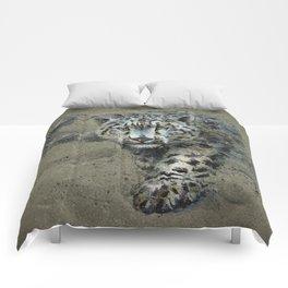 Snow leopard background Comforters