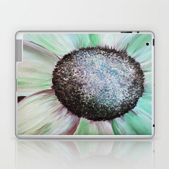 Daisy, Love Me? Love Me Not? Laptop & iPad Skin