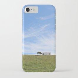 Blauer Himmel über Schaf auf grünem Deich Nordseeinsel Pellworm iPhone Case