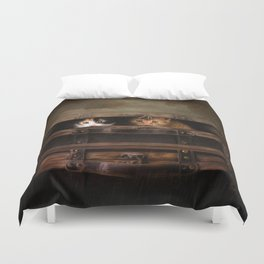 Little cute kitten in an old wooden case Duvet Cover